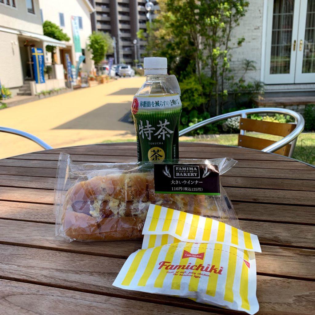 横浜イングリッシュガーデン横の住宅展示場のテーブルで昼食
